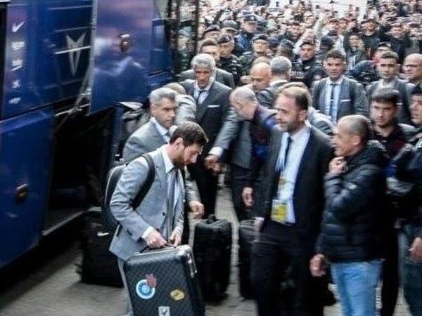 "İtaliyada &quot;Messi, Messi&quot; şüarı və pizza - <span class=""color_red"">VİDEO - FOTO</span>"