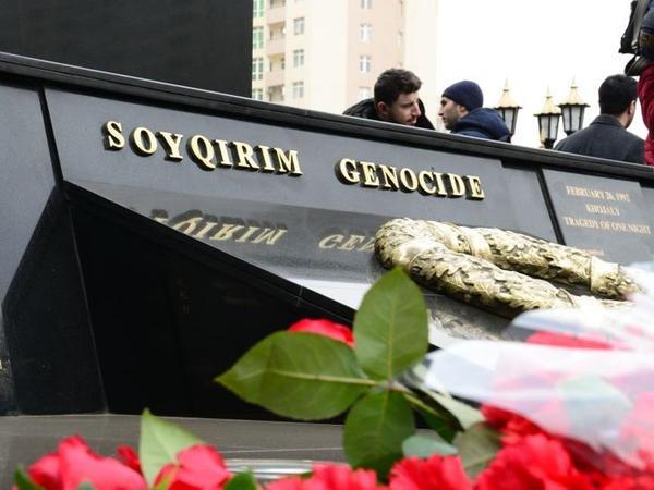 Azərbaycan ictimaiyyəti Xocalı soyqırımı qurbanlarının xatirəsini yad edir - FOTO