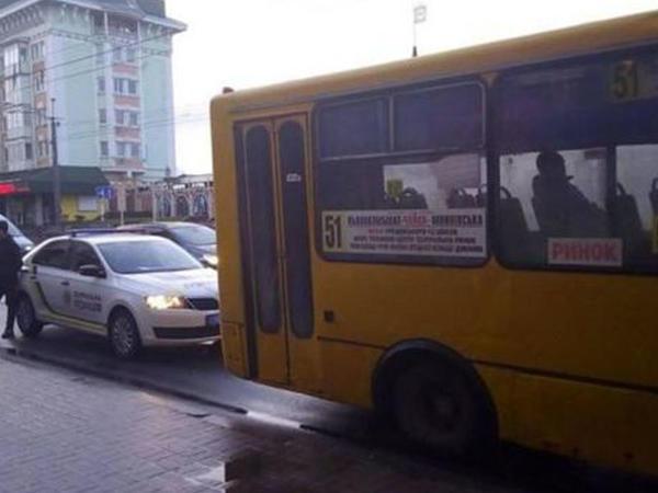 Ukraynada yeniyetmə sərnişinlərlə dolu avtobusu qaçırtdı