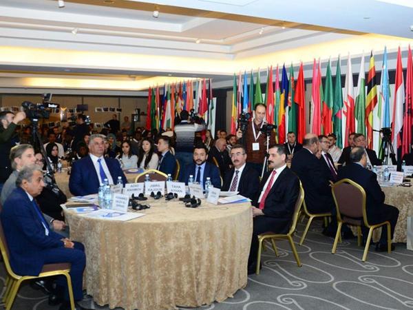 """Bakıda """"İslam ölkələri könüllülərinin beynəlxalq forumu"""" keçirilib - FOTO"""