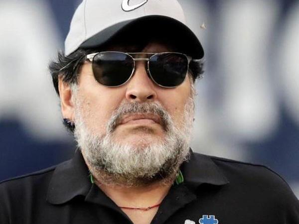 """""""Messi mənim etdiklərimi bacarmazdı"""" - <span class=""""color_red"""">Maradona</span>"""