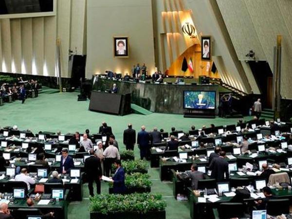 """İran parlamentində 4 nəfər koronavirusa yoluxub, <span class=""""color_red""""> bütün iclaslar təxirə salınıb</span>"""