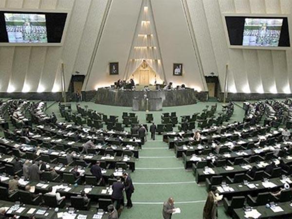 İran parlamenti fәaliyyәtini dayandırdı