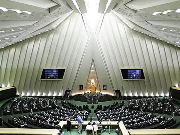İranda yeni seçilən deputat öldü