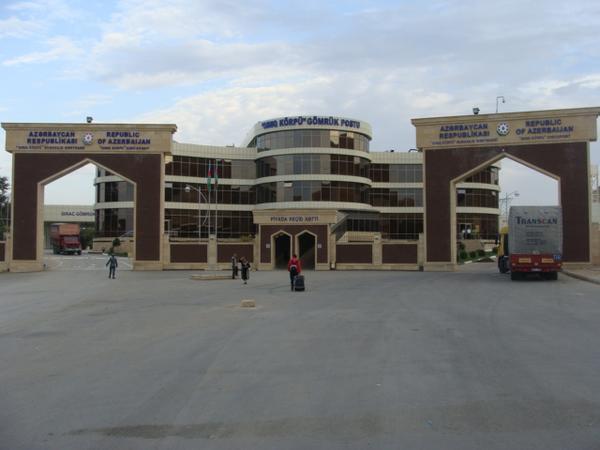 Azərbaycan İranla sərhədi bağladı