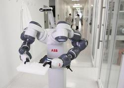 Taylandda koronaviruslu xəstələrə robotlar qulluq edir