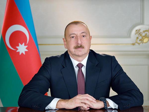 """Prezidentə yazırlar: """"Sizin rəhbərliyiniz altında Azərbaycan qüdrətli dövlətə çevrildi"""""""