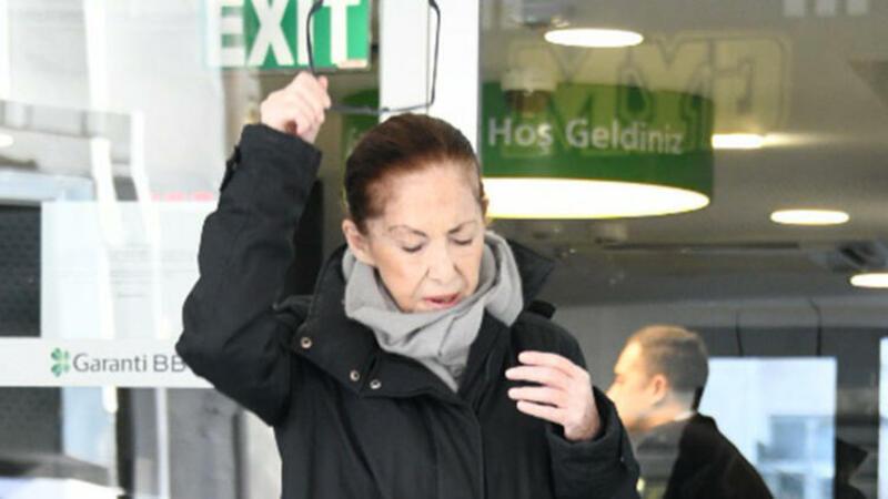 72 yaşlı aktrisa Hümeyra risk qrupunda olduğu üçün hər kəsə onunla məsafə saxlamağı tələb edib.