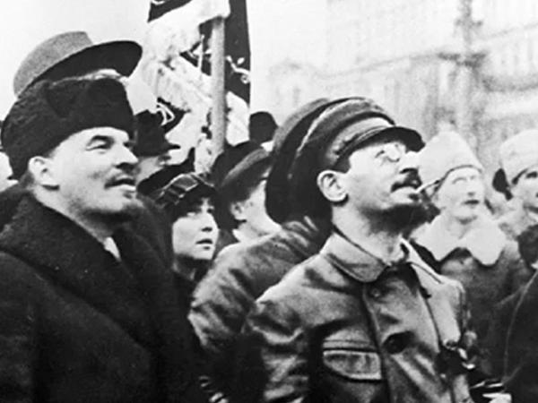 """33 yaşında epidemiya qurbanı olan Sverdlov - Leninin """"sağ əli"""" tarixdə çarı və ailəsini güllələtdirən adam kimi qalıb - FOTO"""