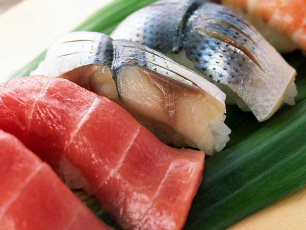 Çiy ət və çiy balıq yemək haramdırmı?