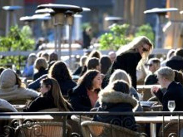 """İsveç pandemiya şəraitində - <span class=""""color_red"""">Məktəblər, restoranlar açıq...</span>"""