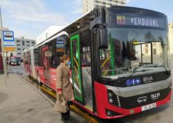 "Bakıda 18 metrlik avtobuslar xəttə buraxıldı - <span class=""color_red"">FOTO</span>"