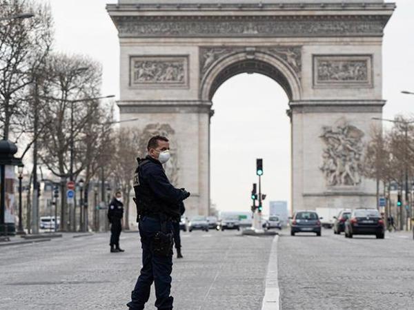"""Fransada sutka ərzində koronavirusdan <span class=""""color_red"""">418 nəfər ölüb</span>"""