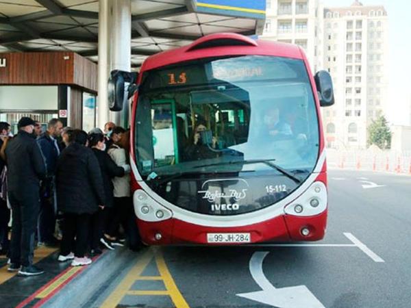 """Metro bağlandı, avtobuslarda vəziyyət necədir? - <span class=""""color_red"""">FOTOREPORTAJ</span>"""