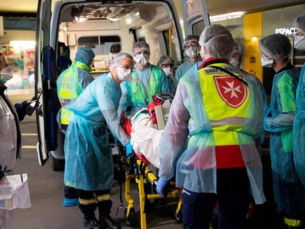 Fransada koronavirusdan ölənlərin sayı 8 mini ötüb