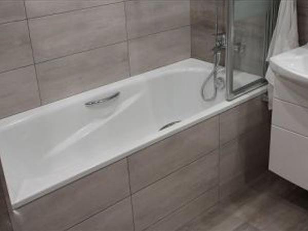 Vannanın içində qüsl alan zaman bədəndən axıb vannanın içinə tökülən su təmiz sayılırmı?