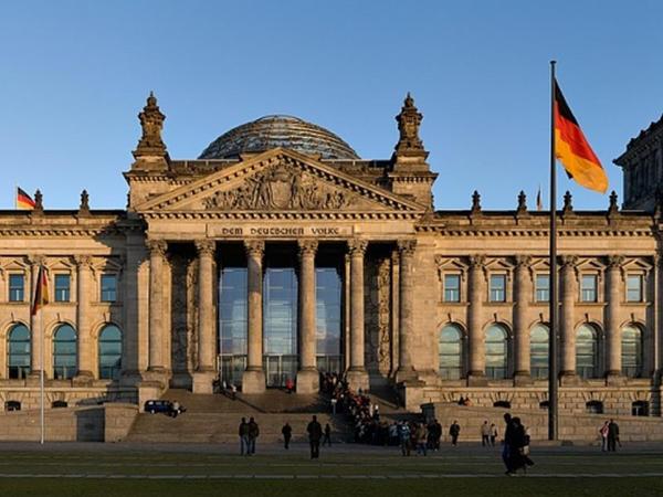 Berlin: məhdudlaşdırıcı tədbirləri yumşaltmaq hələ tezdir