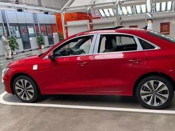Yeni nəsil Audi A3 sedanın casus şəkli peyda olub - FOTO