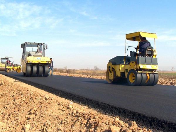 1 şəhər və 4 kəndi əhatə edən yollar yenidən qurulur - FOTO