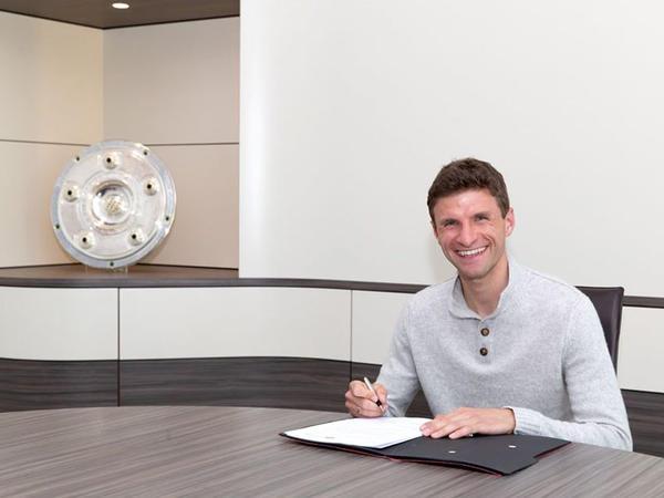 """&quot;Bavariya&quot; Müllerlə yeni müqavilə imzaladı - <span class=""""color_red"""">FOTO</span>"""
