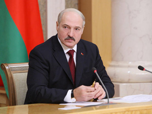 Aleksandr Lukaşenko: Koronavirusa yoluxanları şəxsən müalicə etməyə hazıram