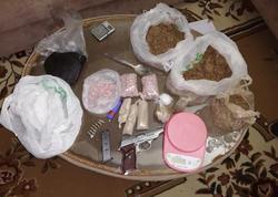 Onlayn yolla narkotik və psixotrop maddələr satan daha bir narkokuryer saxlanıldı - FOTO