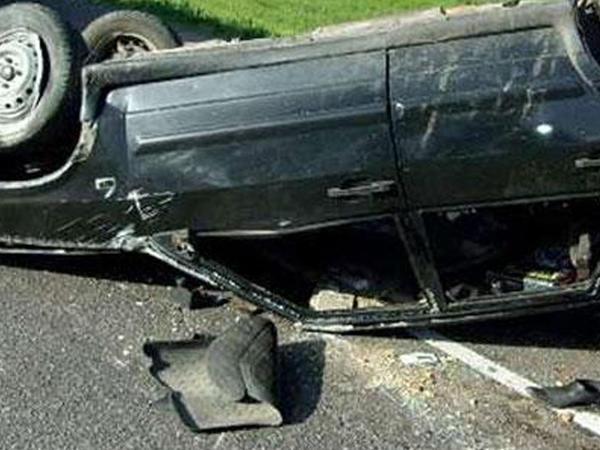 """&quot;Renault&quot; aşdı: <span class=""""color_red"""">2 nəfər öldü</span>"""