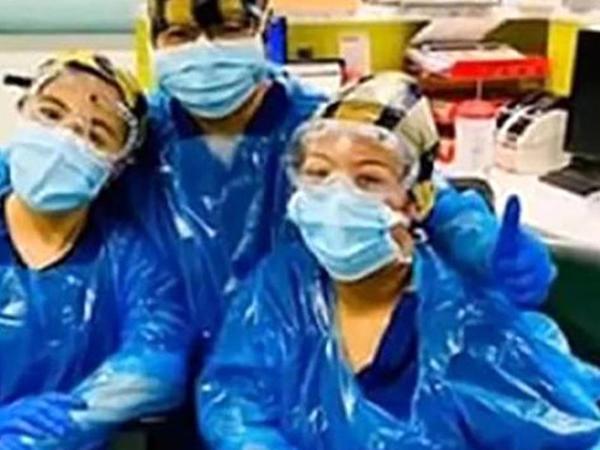 Tibbi ləvazimat çatışmazlığından zibil torbası geyinən həkimlər koronavirusa  YOLUXDU - FOTO