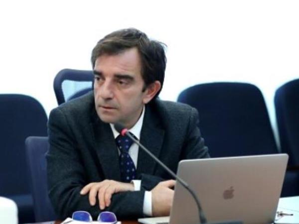 Türk professor koronavirusu izolyasiya etməyi bacardı