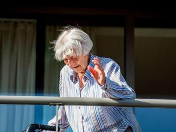 107 yaşlı qadın koronavirusdan sağaldı