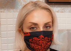 """Evdə qal - evdə yarat. Gülnarə Xəlilova ilk dəfə olaraq kəlağayıdan rəngarəng maskalar hazırladı - <span class=""""color_red"""">FOTO</span>"""