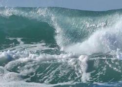 Neft Daşlarında dalğanın hündürlüyü 3.2 metrə çatıb