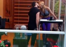 """41 yaşlı müğənni sevgilisi ilə öpüşmə VİDEOsunu yaydı - <span class=""""color_red"""">FOTO</span>"""
