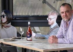 """Sidneydə restoranlar maraqlı üsulla fəaliyyətə başlayıb - <span class=""""color_red"""">FOTO</span>"""