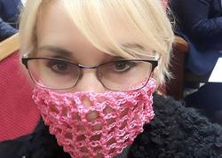 """Ukraynalı deputat maska taxılmasına belə etiraz etdi - <span class=""""color_red"""">FOTO</span>"""