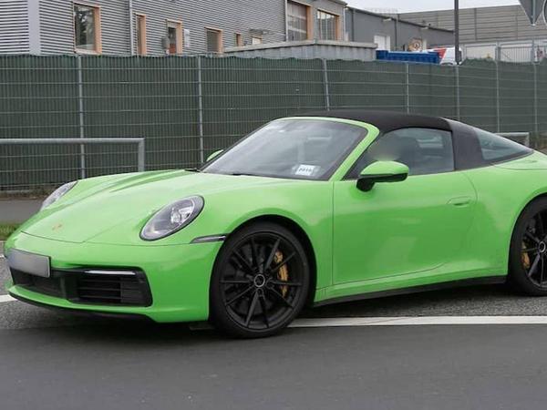 Porsche yeni 911 Targa modelinin təqdimat tarixini açıqlayıb - FOTO