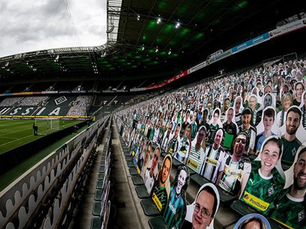 """Bundesliqa matçında 13 min """"azarkeş"""" - FOTO"""