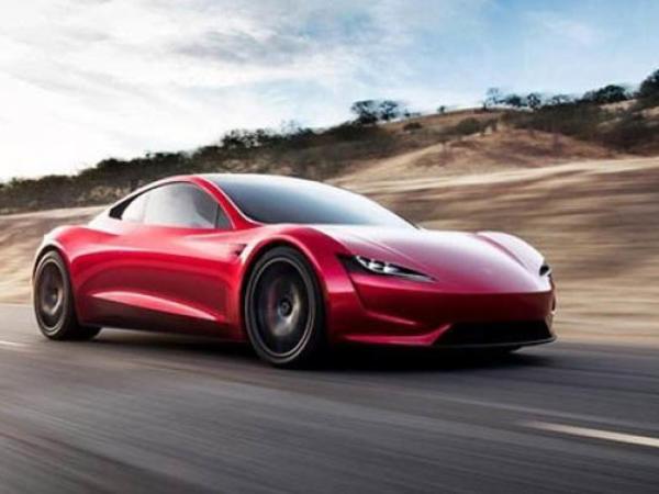 Elon Muskdan Tesla Roadster açıqlaması: 3 raket mühərriki olacaq