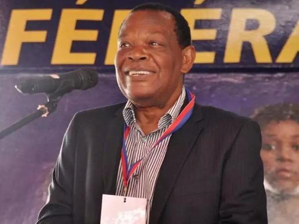 Futbolçuları zorlayan federasiya prezidenti cəzalandı