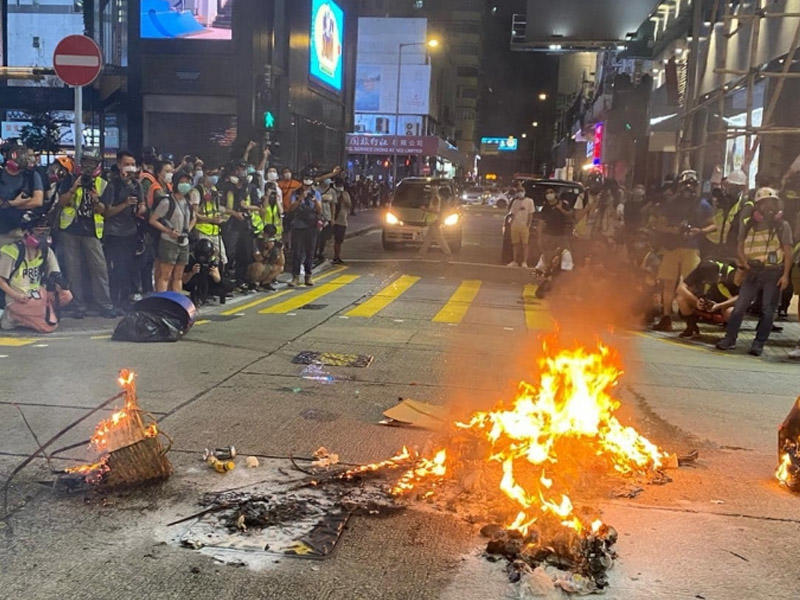 Honkonq polisi qanunsuz aksiyaya görə 360 nəfəri saxlayıb