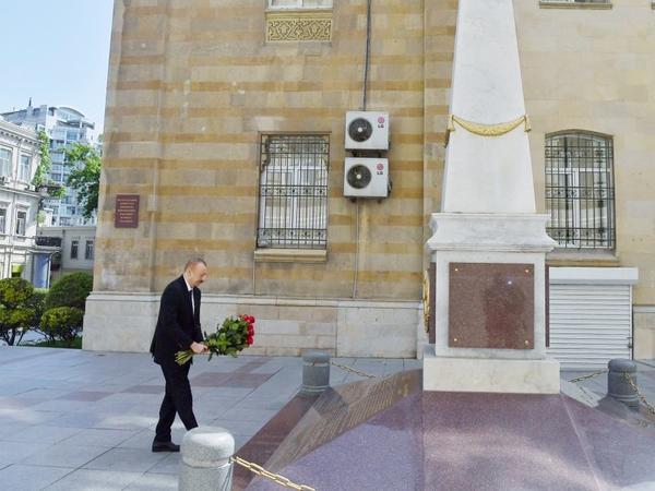 Prezident İlham Əliyev Azərbaycan Xalq Cümhuriyyətinin şərəfinə ucaldılmış abidəni ziyarət edib - FOTO