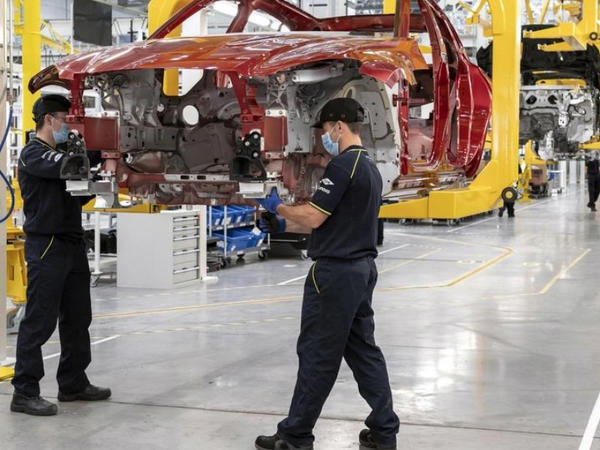 Britaniyada avtomobil istehsalı dayandırılıb