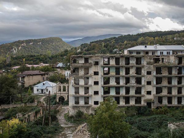 """""""Ermənilər tərəfindən dağıdılmış şəhərlərimiz yenidən qurulacaq"""""""