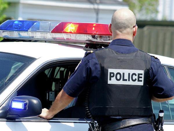 """ABŞ-da avtomobili polislərin üzərinə sürdülər: <span class=""""color_red"""">2 nəfər ağır yaralandı</span>"""