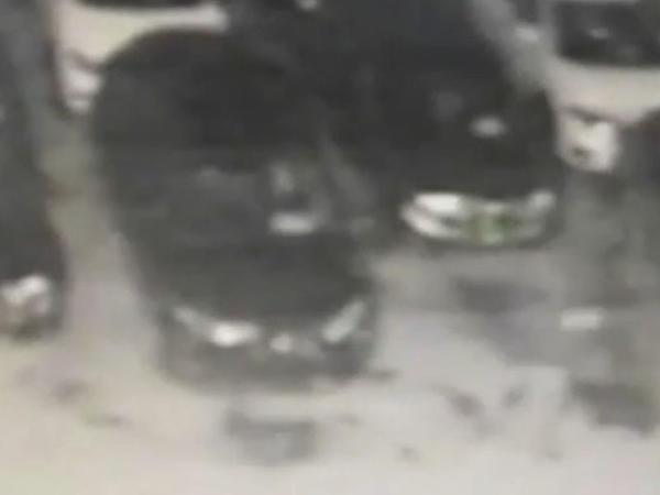 """Avtosalona od vurdu: 13 yeni avtomobil yararsız hala düşdü - <span class=""""color_red"""">FOTO</span>"""