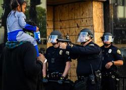 """Danışan FOTO - <span class=""""color_red"""">Polis çiynində uşaq olan ataya silah tuşladı</span>"""