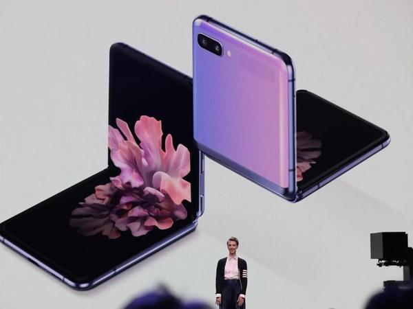Samsung şirkəti bu qatlana bilən smartfonun 5G versiyasını hazırlayır