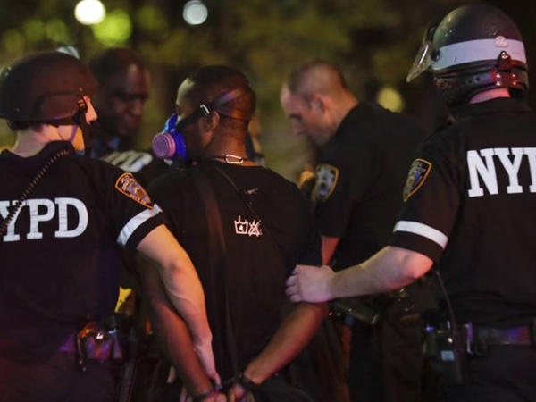 Nyu-Yorkda polis zabiti bıçaqlanıb