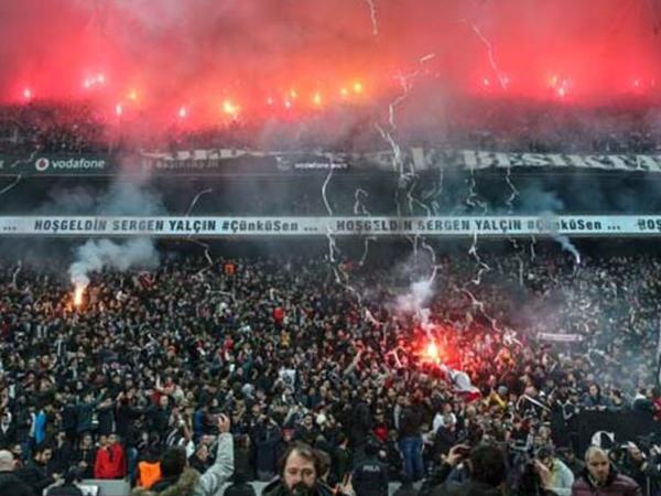 Dünyanın ən çılğın azarkeşlərinə məxsus stadionlar - SİYAHI