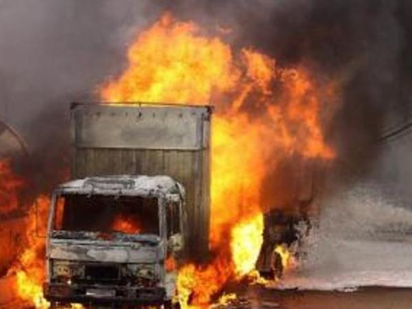 Sabirabadda yük avtomobili yanıb